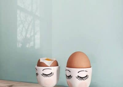 Blue bird high gloss splashback from Alusplash with a wooden countertop and easter eggs in marble cups with spoon