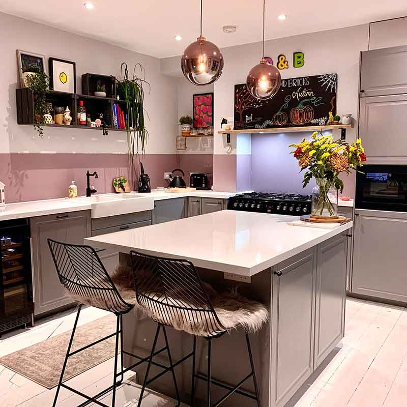 Ice White splashback featured in a homeowner house with white countertop and cabinets, part of Alusplash Testimonials